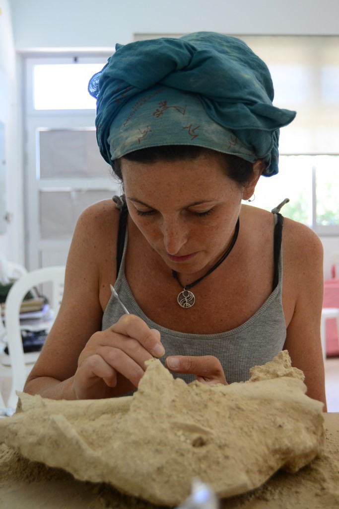 Caterina Scirè Calabrisotto working on the human remains from Erimi Laonin tou Porakou