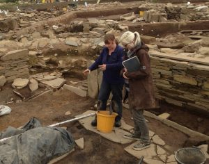 Dr Lisa Marie Shillito discussing sampling strategy at the Ness of Brodgar